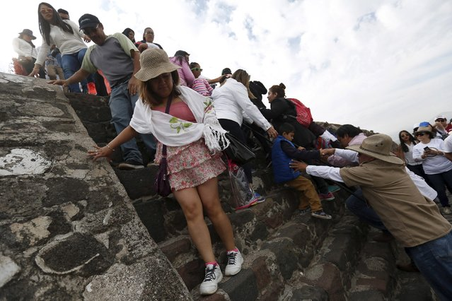 The people come down after welcome the spring equinox in the Pyramid of the Sun in the pre-hispanic city of Teotihuacan on the outskirts of Mexico City, Mexico, March 20, 2016. (Photo by Edgard Garrido/Reuters)