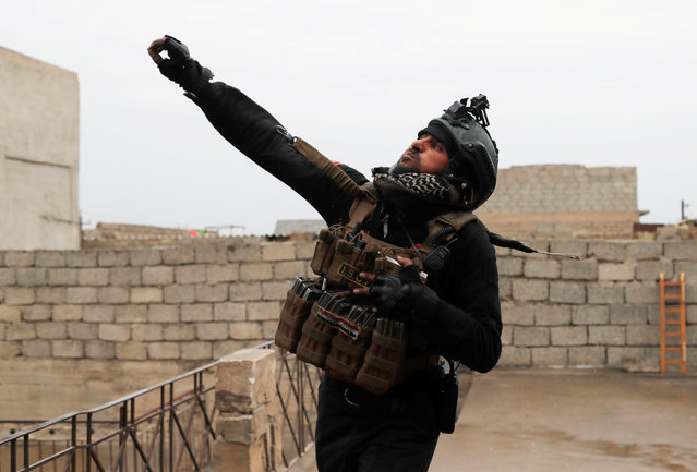 An Iraqi special forces soldier throws a hand grenade during a battle with Islamic State militants in Mosul, Iraq March 2, 2017. (Photo by Goran Tomasevic/Reuters)