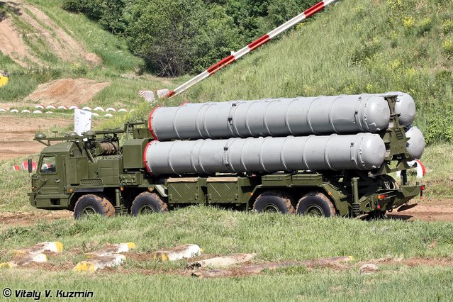 New self-propelled launch vehicle 5P90S on BAZ-6909-022 chassis for S-400 system