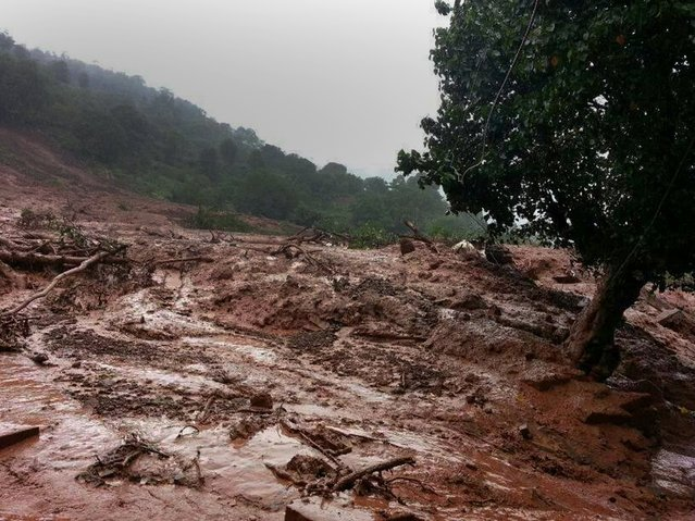 A mudslide is seen in Malin village in Pune district the western Indian state of Maharashtra on July 30, 2014. A major landslide struck a village in western India following heavy monsoon rains, leaving 150 people feared trapped, a rescue official said. The landslide submerged Malin village in Pune district of Maharashtra state, said Alok Avasthy, regional commandant at the National Disaster Response Force. (Photo by AFP Photo)