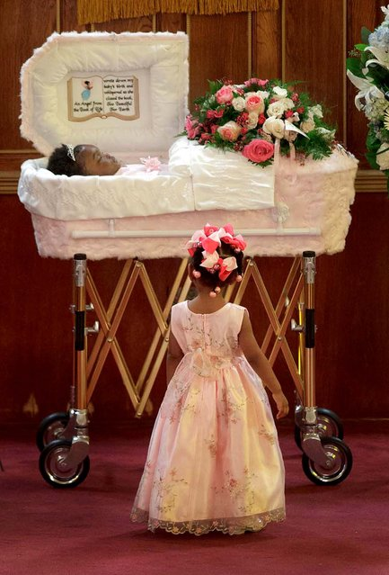 Honorable Mention, General News. Photo by Matthew Hinton of The New Orleans Advocate: Paris Samuels, 2, looks at the coffin of her sister, 13-month-old Londyn Samuels, who was murdered by gunfire, during her funeral at New Hope Baptist Church in the Central City neighborhood of New Orleans. (Photo by Matthew Hinton)
