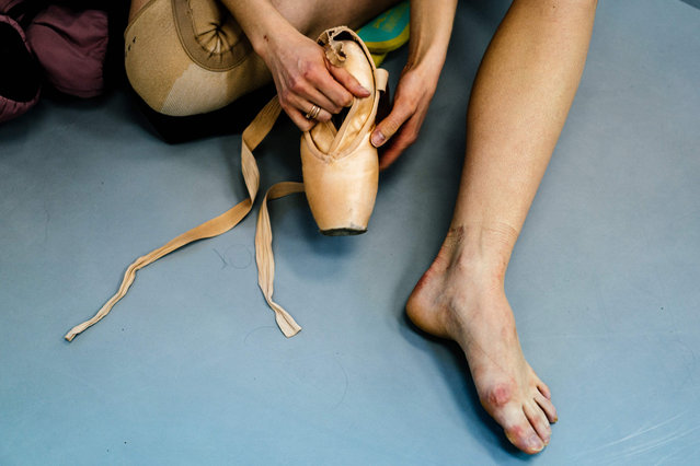 Dancer Alexandra Kirshina rehearses on pointes made at Grishko company especially for her in Moscow on February 25, 2020. Born in the chaos of the collapse of the Soviet Union, the Grishko family business has emerged among the top makers in the world of dance shoes, notably classic ballet pointe shoes, worn on the world's great stages. (Photo by Dimitar Dilkoff/AFP Photo)