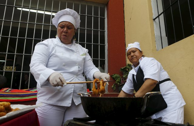 Inmates cook food during a culinary competition at the Santa Monica female prison in Lima, September 10, 2015. (Photo by Mariana Bazo/Reuters)