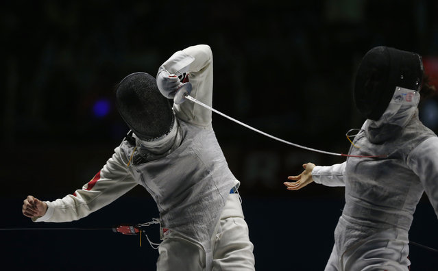 China's Chen Bingbing (L) competes against South Korea's Oh Hana in the women's foil team final at Goyang Stadium during the 17th Asian Games in Incheon September 24, 2014. (Photo by Olivia Harris/Reuters)