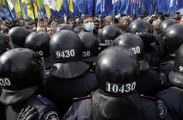 Ukrainian riot police guard the parliament building during an opposition rally in Kiev, Ukraine, Tuesday, April 2, 2013. Several thousand demonstrators rallied in Kiev to demand a mayoral election and to complain that the city was slow to clean up after last month's heavy blizzard that paralyzed the Ukrainian capital. (Photo by Efrem Lukatsky/AP Photo)