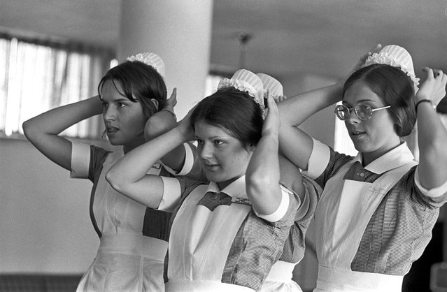 Mass. General Hospital student nurses don new caps, Boston, Massachusetts, 1972. (Photo by Spencer Grant/Getty Images)
