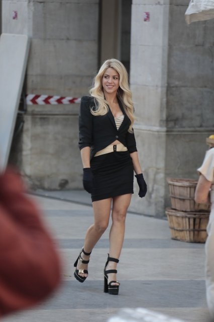 Shakira films a commercial in Vilanova la Geltru in Barcelona, Spain on November 30, 2016. The Colombian singer looked great ansdwas decked out in a short skirt ,strapped platform heels, and black gloves. (Photo by KDNPIX/Splash News and Pictures)