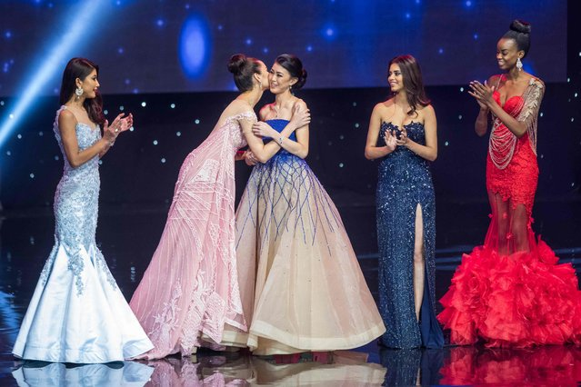 Miss Philippines Catriona Elisa Gray (2nd-L) kisses Miss Indonesia Natasha Mannuela (3rd-L) during the Miss World Grand Final of the Miss World 2016 pageant at the MGM National Harbor December 18, 2016 in Oxon Hill, Maryland. (Photo by Zach Gibson/AFP Photo)