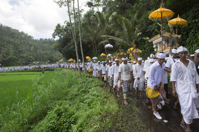 "Balinese Hindus carry ""Pratima"" or a symbol of God during a purification ritual at an annual temple ceremony at Besakih Temple in Karangasem, Bali, Indonesia, 01 April 2015. The temple located about 70 km east of the Balinese capital of Denpasar is the largest Hindu temple in Indonesia's resort island of Bali and visited by devotees from all over Bali each year. (Photo by Made Nagi/EPA)"