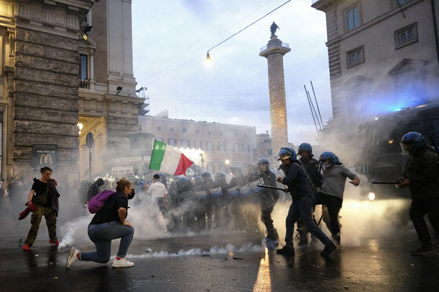 Demonstrators and police clash during a protest, in Rome, Saturday, October 9, 2021. Thousands of demonstrators protested Saturday in Rome against the COVID-19 health pass that Italian workers, both the public and private sectors, must display to access their workplaces from Oct. 15 under a government decree. (Photo by Mauro Scrobogna/LaPresse via AP Photo)