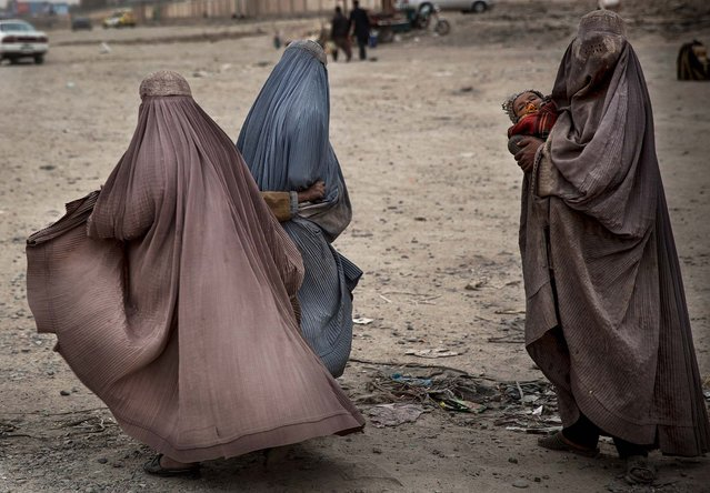 Women beg in the street for money in the center of Kandahar, Afghanistan, on March 12, 2014. (Photo by Anja Niedringhaus/Associated Press)