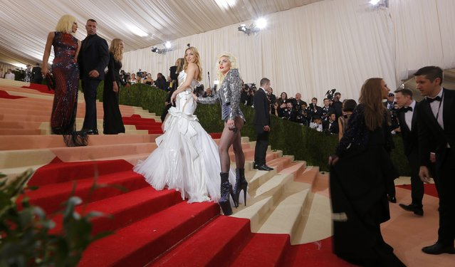 """Actress Kate Hudson and singer Lady Gaga (R) arrive at the Metropolitan Museum of Art Costume Institute Gala (Met Gala) to celebrate the opening of """"Manus x Machina: Fashion in an Age of Technology"""" in the Manhattan borough of New York, May 2, 2016. (Photo by Lucas Jackson/Reuters)"""