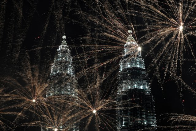 Fireworks explode near Petronas Twin Towers during New Year celebrations in Kuala Lumpur, Malaysia on January 1, 2020. (Photo by Lim Huey Teng/Reuters)