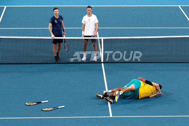 Australia's Alex de Minaur and Nick Kyrgios celebrate winning their Quarter Final doubles match against Britain's Jamie Murray and Joe Salisbury as they look on dejected at the ATP Cup in Sydney, Australia on January 9, 2020. (Photo by Edgar Su/Reuters)
