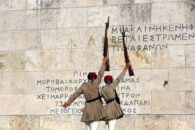 Members of the Greek Presidential guard conduct their ceremonial march in front of the Tomb of the Unknown Soldier in Athens, August 31, 2015. German Chancellor Angela Merkel said on Monday that Berlin expected Athens to stick to the reform pledges it made in exchange for a third bailout programme. (Photo by Alkis Konstantinidis/Reuters)