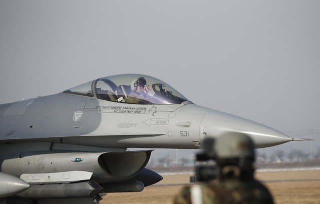 A U.S. Air Force F-16 fighter jet takes part in a joint aerial drills called Vigilant Ace between U.S and South Korea, at the Osan Air Base in Pyeongtaek, South Korea, Wednesday, December 6, 2017. The five-day drill is meant to improve the allies' wartime capabilities and preparedness, South Korea's defense ministry said. (Photo by Kim Hong-Ji/Pool Photo via AP Photo)