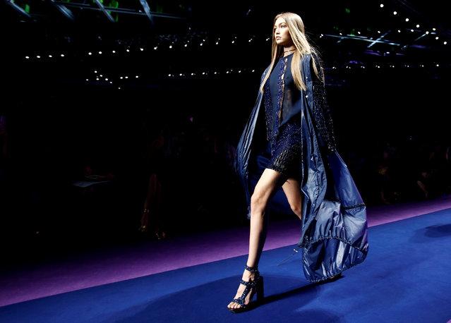 Model Gigi Hadid presents a creation at the Versace fashion show during Milan Fashion Week Spring/Summer 2017 in Milan, Italy, September 23, 2016. (Photo by Alessandro Garofalo/Reuters)