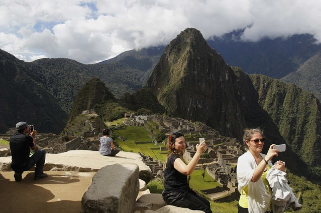 Visitor take photos with their mobile phones at the Inca citadel of Machu Picchu in Cusco December 2, 2014. (Photo by Enrique Castro-Mendivil/Reuters)