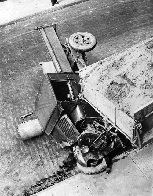 Driver killed when trucks crash on hill on Amsterdam Ave. and 123rd St., NY, 1930. (Photo by Leslie Jones)
