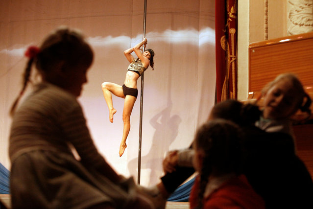 Girls watch as a participant performs during the Perfect Pole 2016 pole dance championship in the southern city of Stavropol, Russia, October 22, 2016. (Photo by Eduard Korniyenko/Reuters)