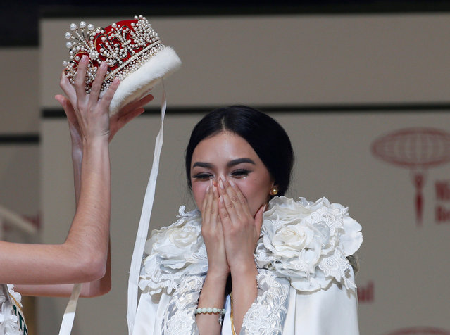 The winner of the Miss International 2016 Kylie Verzosa representing Philippines receives her crown during the 56th Miss International Beauty Pageant in Tokyo, Japan October 27, 2016. (Photo by Kim Kyung-Hoon/Reuters)