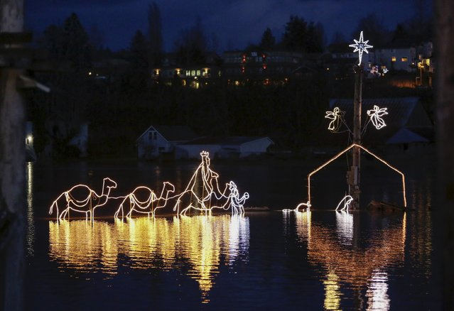 A Christmas-light nativity scene is pictured in the flood waters of the Snoqualmie River at NE Woodenville Duvall Road in Duvall, Washington December 9, 2015. (Photo by Jason Redmond/Reuters)