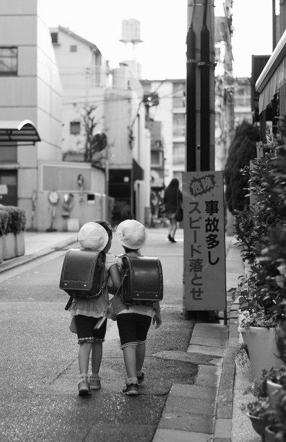 """On the way back home"". Minato ward, Tokyo, 2012. (Davide Filippini)"