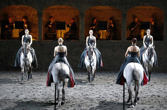 "Horses and riders perform on stage during a dress rehearsal of Wolfgang Amadeus Mozart's cantata ""Davide penitente"" in Salzburg January 20, 2015. (Photo by Dominic Ebenbichler/Reuters)"