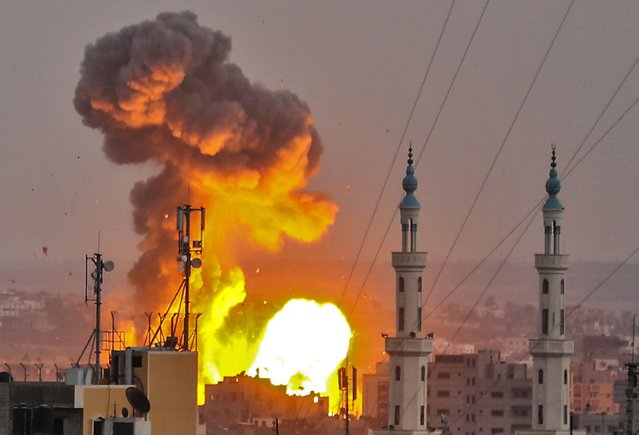 A picture taken on July 20, 2018 shows a fireball exploding in Gaza City during Israeli bombardment. Israeli aircraft and tanks hit targets across the Gaza Strip on July 20 after shots were fired at troops on the border, the army said, with Hamas reporting several members of its military wing killed in the latest flare-up in months of tensions. (Photo by Bashar Taleb/AFP Photo)