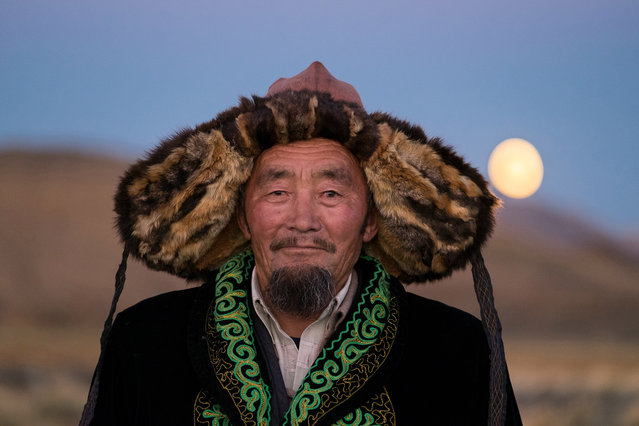 Sailau, father of three, is the patriarch of his family and also a retired eagle hunter in Altai Mountains, Mongolia, September 2016. (Photo by Joel Santos/Barcroft Images)