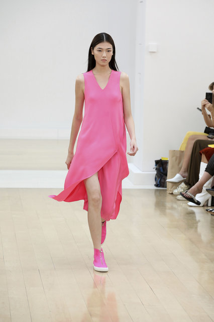 A model wears a creation by designer Jasper Conran during the Spring/Summer 2019 runway show at London Fashion Week in London, Saturday, September 15, 2018. (Photo by Grant Pollard/Invision/AP Photo)