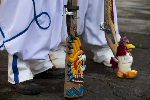 Mexicans dressed as French soldiers carry handcrafted guns, ahead of a reenactment of the battle of Puebla between Zacapoaxtla Indians and the French army during Cinco de Mayo celebrations in Mexico City, Tuesday, May 5, 2015. (Photo by Rebecca Blackwell/AP Photo)
