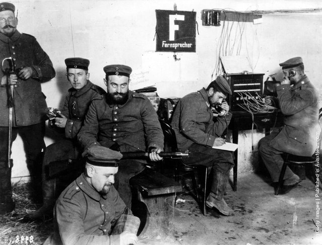 1914: German field telegraph operators at work in Warsaw