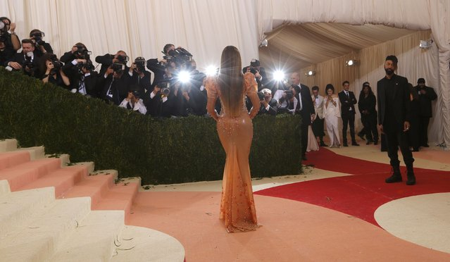 """Singer Beyonce arrives at the Metropolitan Museum of Art Costume Institute Gala (Met Gala) to celebrate the opening of """"Manus x Machina: Fashion in an Age of Technology"""" in the Manhattan borough of New York, May 2, 2016. (Photo by Lucas Jackson/Reuters)"""