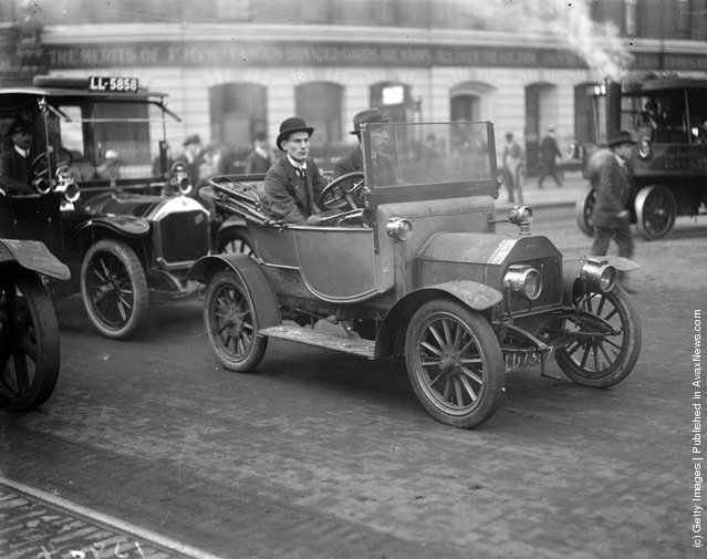 1919: Workers travel by car during the railway strike