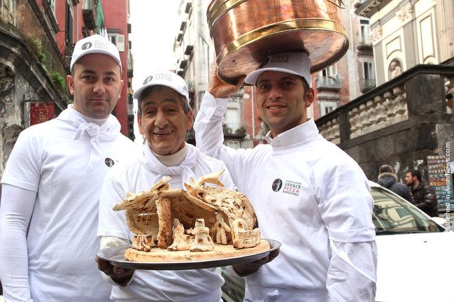 Neapolitan pizzaioli show their crib made by pizza at Via San Gregorio Armeno
