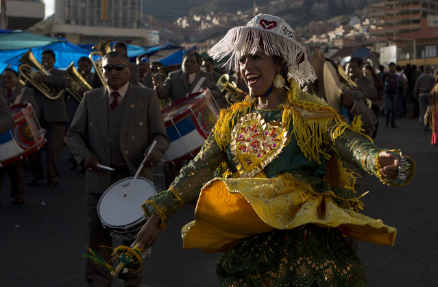 """Dancers perform the """"Kullaguada"""" during the annual parade in honor of """"El Senor del Gran Poder"""", or """"The Lord of Great Power"""" in La Paz, Bolivia, Saturday, June 10, 2017. Thousands of dancers and faithful gather every June to show their devotion and to thank the gods and for blessings received throughout the year. (Photo by Juan Karita/AP Photo)"""