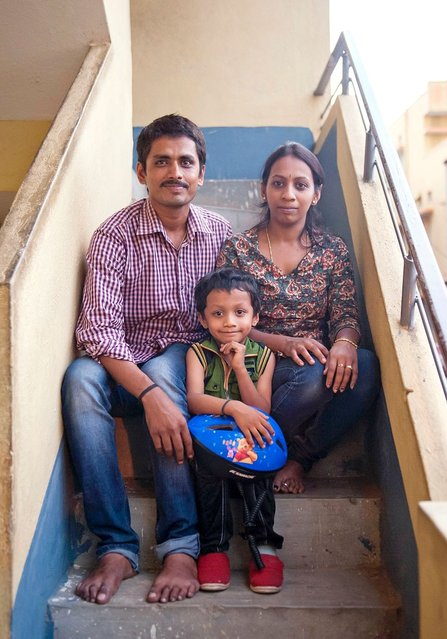 """His father Rajanna Satish who runs a washing machine repair centre said he was """"nervous"""" throughout his son's record attempt, which was filmed by a local camera crew, but overjoyed he had succeeded. """"We are really lucky to have a son like Gagan"""", the 30-year-old added. """"He has been blessed by God. And we thank God for giving him such grace and talent"""". (Photo by Arkaprava Ghosh/Barcroft Media India)"""