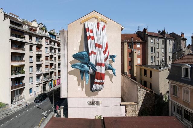 """""""Ordering machine"""" mural painting for Grenoble Street Art Fest in Grenoble, France, 2016. (Photo by NeverCrew/The Huffington Post)"""