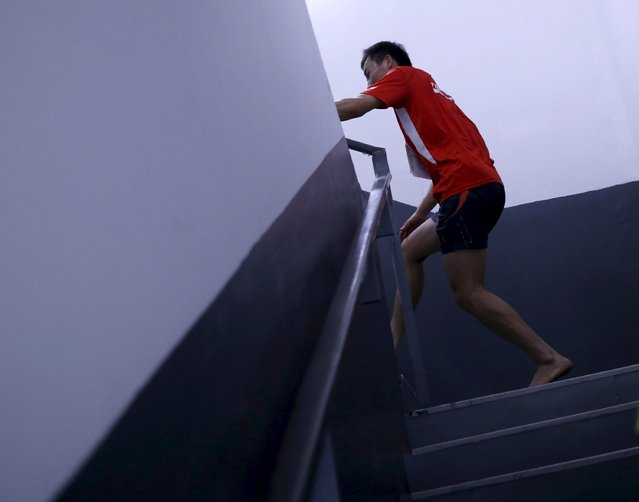 A participant runs barefoot on stairs during the vertical run event at China World Summit Wing hotel in Beijing, China, September 19, 2015. (Photo by Kim Kyung-Hoon/Reuters)