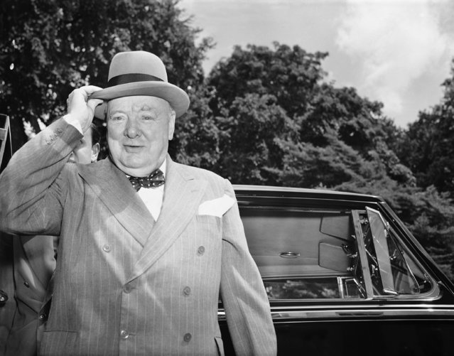 """In this June 29, 1954 file photo, British Prime Minister Winston Churchill holds his hat as he arrives at the White House in Washington. Newly public document reveal that former British Prime Minister John Major was interested in renaming Heathrow Airport after wartime leader Winston Churchill but never moved forward on the idea. Documents released Tuesday, Dec. 31, 2019 show that Major considered the idea in 1996 after receiving a letter urging him to drop the """"stupid"""" name of Heathrow from the UK's busiest airport. (Photo by Charles Gorry/AP Photo/File)"""