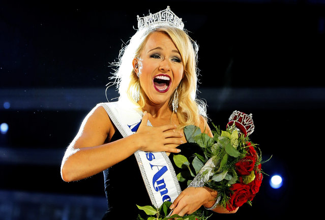 Miss Arkansa Savvy Shields waves to crowd after being named new the Miss America 2017, Sunday, September 11, 2016, in Atlantic City, N.J. (Photo by Noah K. Murray/AP Photo)