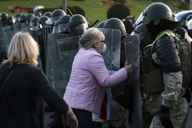 A woman argues with riot police during an opposition rally to protest the presidential inauguration in Minsk, Belarus, Wednesday, September 23, 2020. (Photo by AP Photo/Stringer)