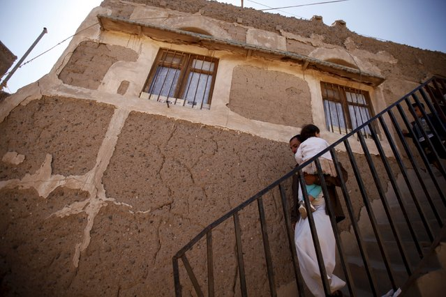 A man carries his daughter to health workers giving polio vaccine drops during a house-to-house vaccination campaign in Yemen's capital Sanaa, November 10, 2015. (Photo by Khaled Abdullah/Reuters)