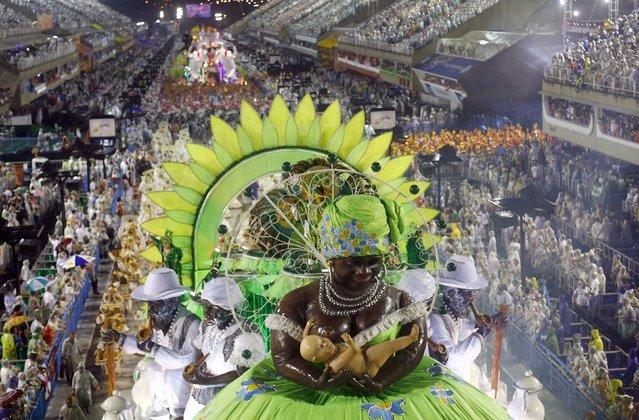 Revellers from the Viradouro samba school participate in the annual carnival parade in Rio de Janeiro's Sambadrome February 15, 2015. (Photo by Ricardo Moraes/Reuters)