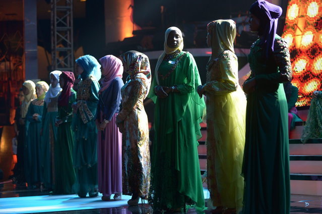 Contestants of the Muslimah World pageant take part in a rehearsal for the grand final of the contest in Jakarta on September 18, 2013. (Photo by Adek Berry/AFP Photo)