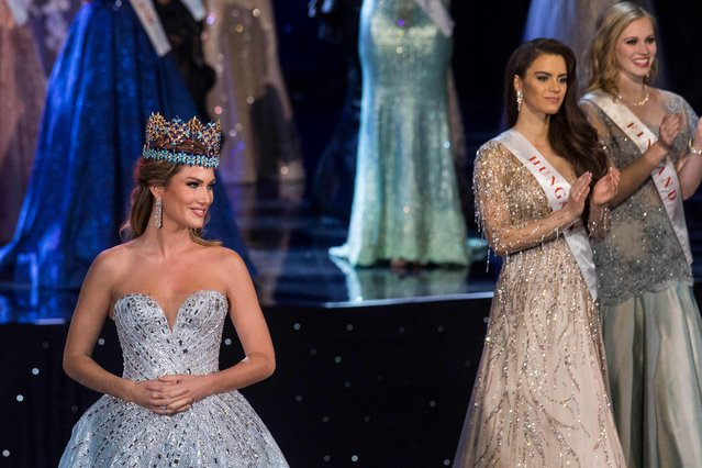 Miss World 2015 Mireia Lalaguna of Spain (L) is pictured before presenting Miss World 2016 Stephanie Del Valle of Puerto Rico with the Miss World crown during the Grand Final of the Miss World 2016 pageant at the MGM National Harbor December 18, 2016 in Oxon Hill, Maryland. (Photo by Zach Gibson/AFP Photo)
