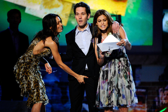 Actors Rosario Dawson, Paul Rudd and Eva Mendes present onstage during the 2011 Film Independent Spirit Awards at Santa Monica Beach on February 26, 2011 in Santa Monica, California. (Photo by Kevork Djansezian/Getty Images)