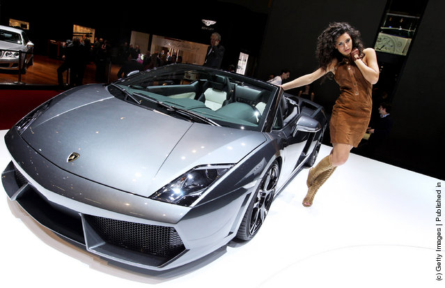 A model poses next to the Lamborghini Gallardo LP 560-4 Spyder