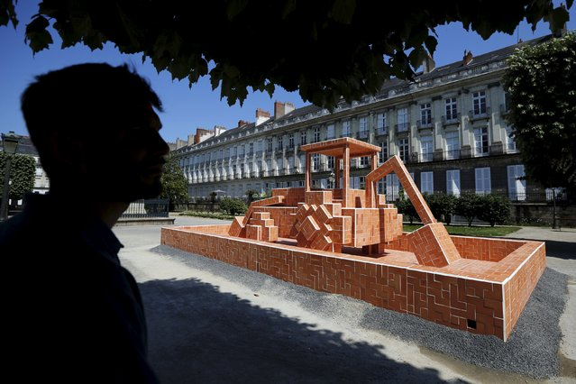 """A man looks at a creation by french artist Aymeric Caulay during the media visit of the """"A journey to Nantes"""" (Le Voyage a Nantes) art festival in Nantes, France, June 30, 2015. (Photo by Stephane Mahe/Reuters)"""